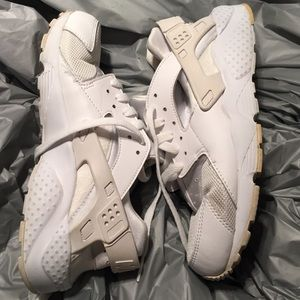Kids huarache by Nike white running shoe sneakers
